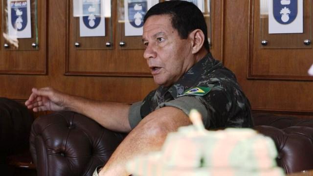 General Mourão critica o STF por salvo-conduto concedido ao ex-presidente Lula