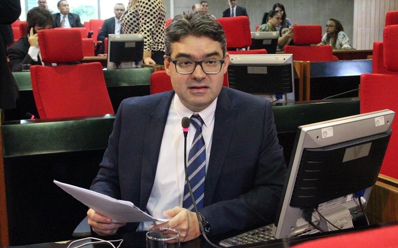 Luciano Nunes denuncia que residências médicas da UESPI no HGV podem ser fechadas