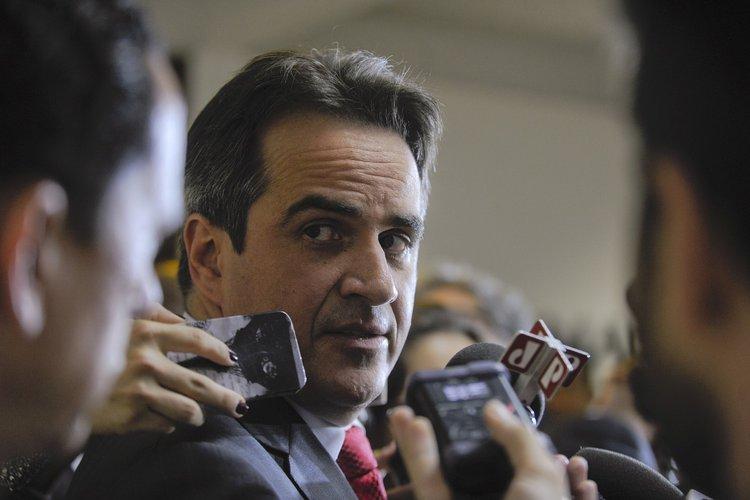 Polícia Federal apreende R$ 200 mil na casa do senador Ciro Nogueira