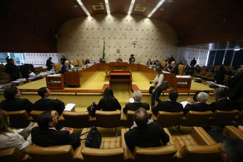 Após 10 votos pela restrição, STF adia conclusão sobre o foro