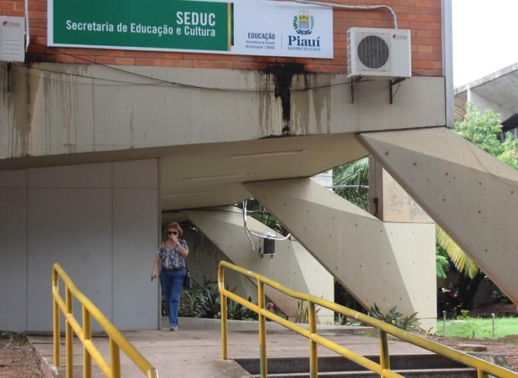 Professores substitutos param atividades em dez cidades do PI por atraso de salário