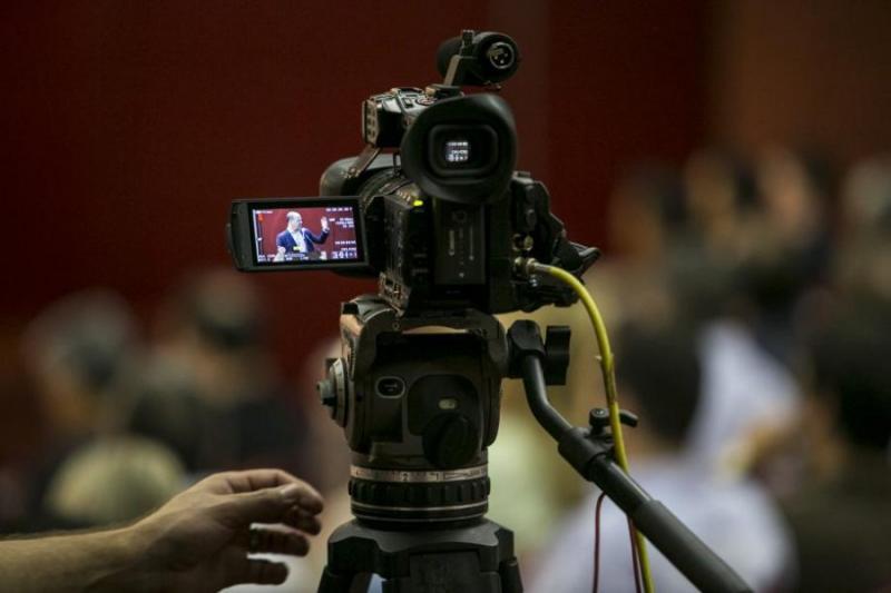 Deputados usam cota parlamentar para comprar reportagens