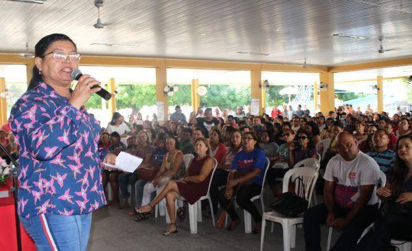 Professores da rede pública do estado entram em greve por tempo indeterminado