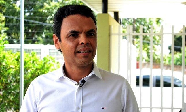 Prefeito Gil Carlos dá 1,81% aos administrativos e 70% de reajuste aos comissionados