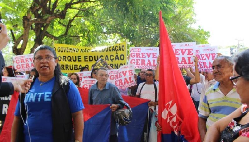 Sem resposta do governo, greve na Educação no Piauí completa 13 dias