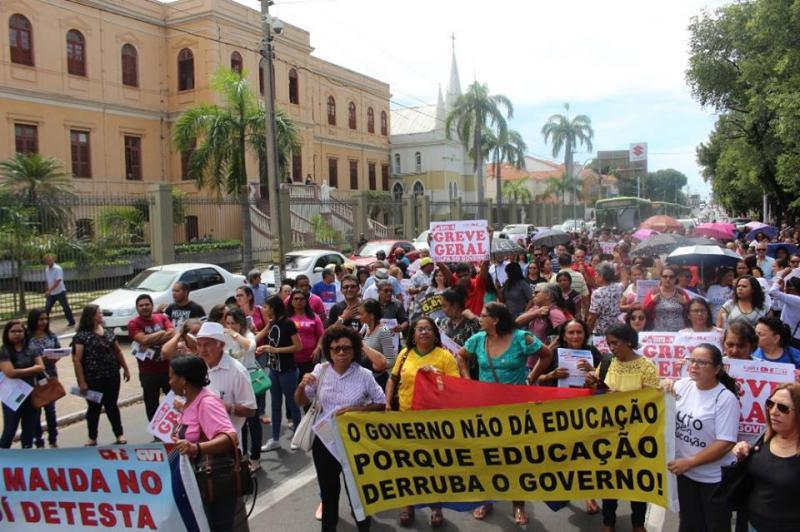Greve dos professores do Estado já dura 19 dias e segue sem previsão de acabar