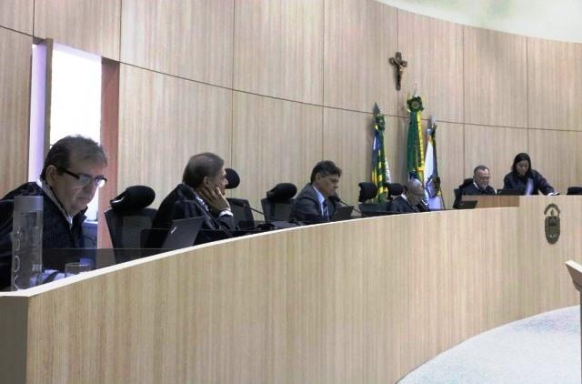 TCE-PI determina bloqueio das contas bancárias de oito prefeituras