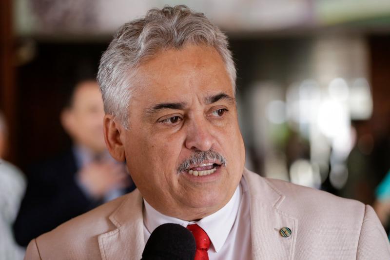 Deputado pede investigação em contrato milionário da SEDUC-PI