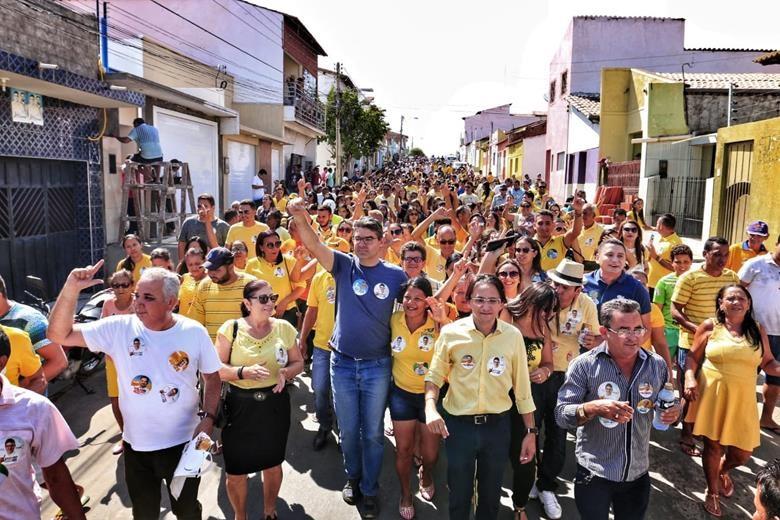 Luciano é recebido com grande carreata e caminhada em Francisco Santos