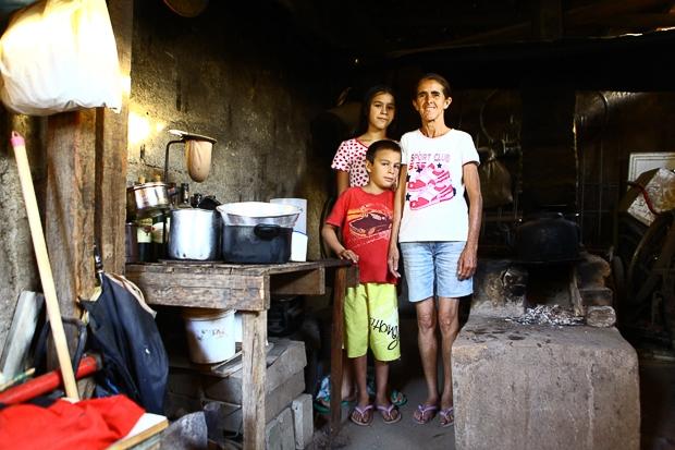 Alta de tarifas como gás, luz e ônibus corrói renda das famílias brasileiras