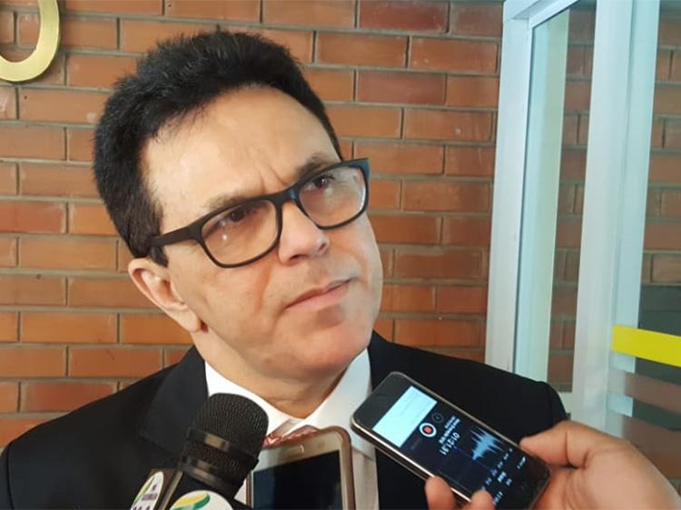 Zé Santana vai assumir senado no lugar de Regina Sousa