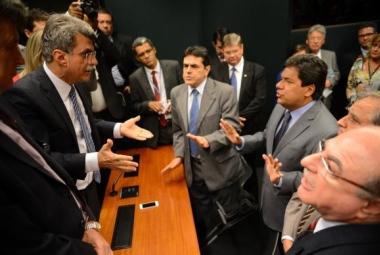 Oposição vence disputa e adia votação de projeto do governo na CMO