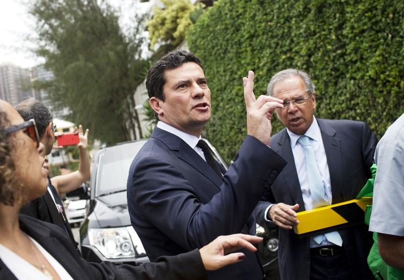 Juiz Sérgio Moro aceita convite de Bolsonaro para o Ministério da Justiça