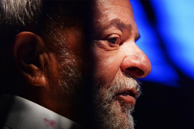 Defesa de Lula faz novo pedido de liberdade, citando suspeição de Moro