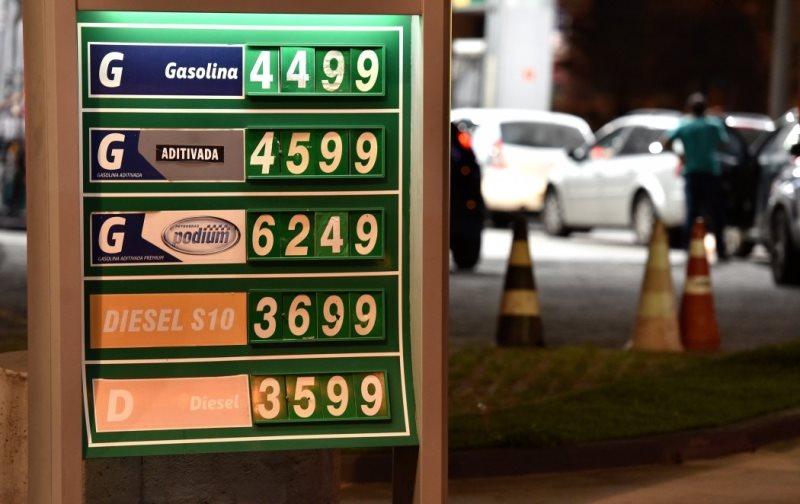 Fecombustíveis explica por que queda de preço custa a chegar à bomba