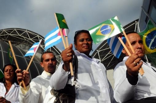 Bolsonaro diz que programa Mais Médicos não será suspenso