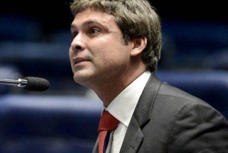 Lindbergh critica Dilma: errou ao se unir a Pezão