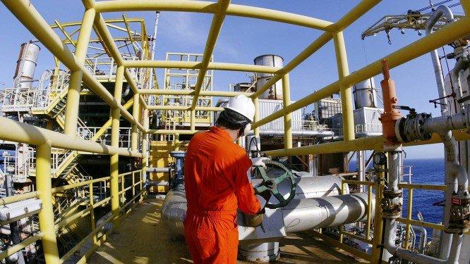 Governadores eleitos querem nova divisão de recursos do petróleo