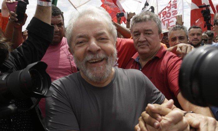 Lula é denunciado por suposta lavagem de R$ 1 milhão na Lava-Jato