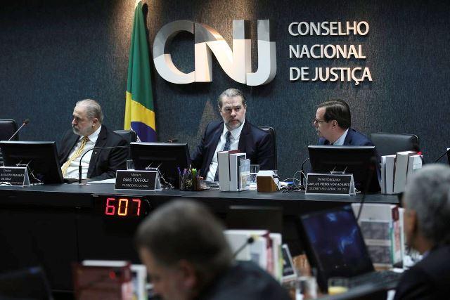 Pagamento de auxílios a juízes precisará de aval do CNJ