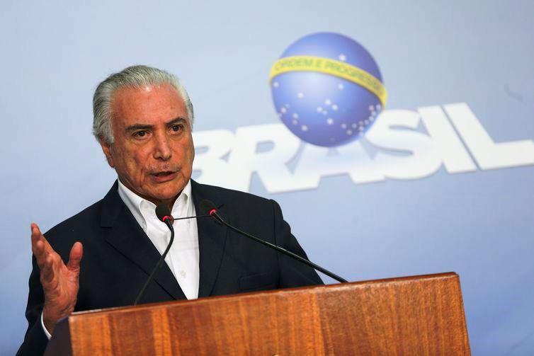 Michel Temer não fixa valor do salário mínimo e deixa para Bolsonaro