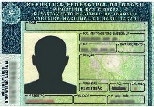 Bolsonaro sanciona lei que cassa por 5 anos CNH de motorista contrabandista