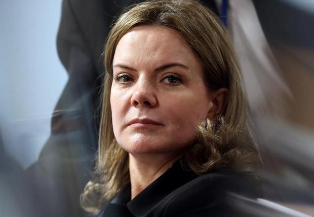 Gleisi questiona legitimidade de EUA e Brasil para reconhecer Guaidó presidente na Venezuela
