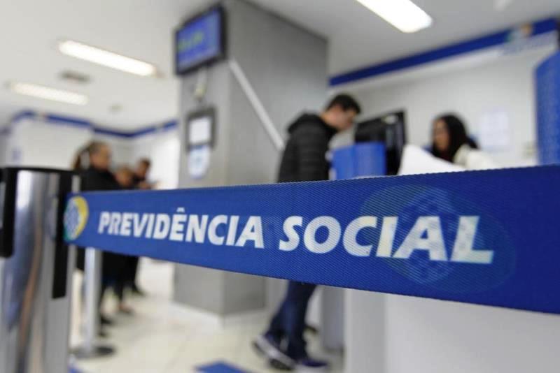 AGU ajuíza mais de uma ação por dia para cobrar ressarcimento ao INSS