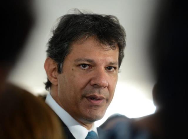 Juíza restringe visitas de Haddad a Lula na prisão