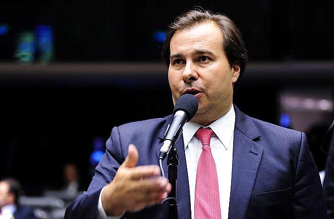Rodrigo Maia é reeleito presidente da Câmara com 334 votos