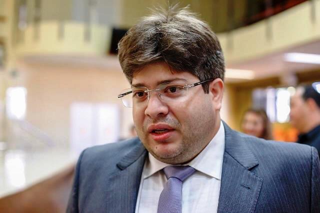 Desembargador Thiago Férrer vota contra cassação do prefeito Gil Carlos
