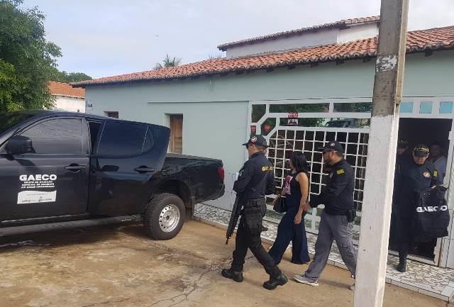 Ex-prefeita de Brejo do Piauí é presa em operação que investiga esquema em licitações
