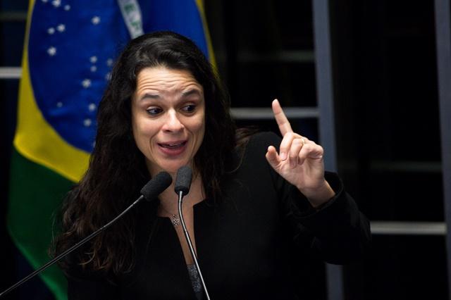 'PT votando no PSDB e PSDB votando no PT. Essa é a nossa triste realidade!', diz JANAÍNA