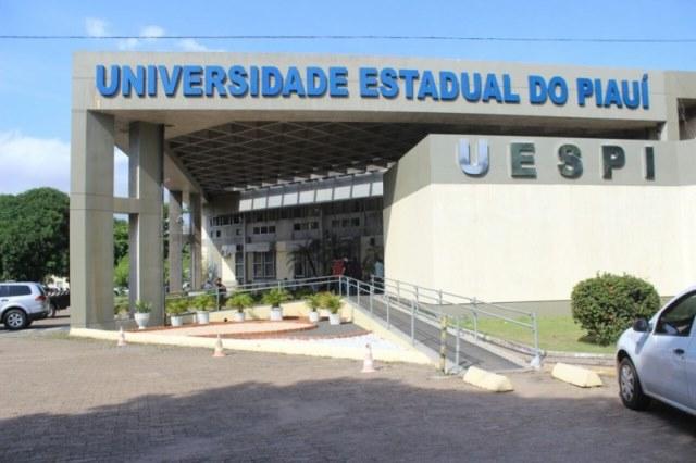 Professores da Uespi iniciam greve por tempo indeterminado