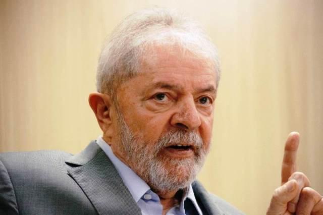 """Todo mundo vai se lascar se Previdência for aprovada como [Guedes] quer"", diz Lula"