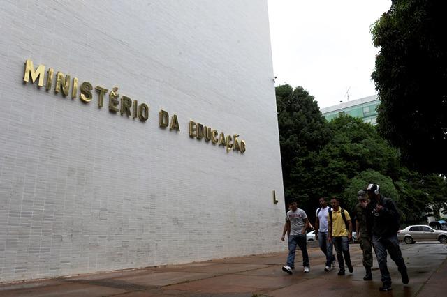 Ministério da Educação diz que bloqueio total nas universidades foi de 3,4%