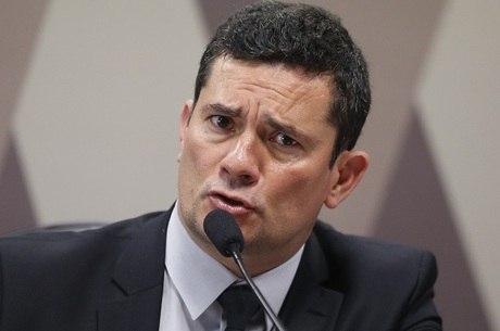Bolsonaro diz que se depender dele Moro não sai do  governo