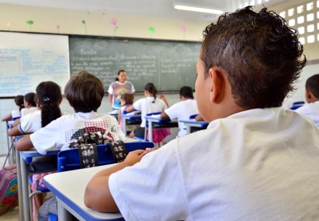 MEC amplia acompanhamento da frequência de estudantes do Bolsa Família