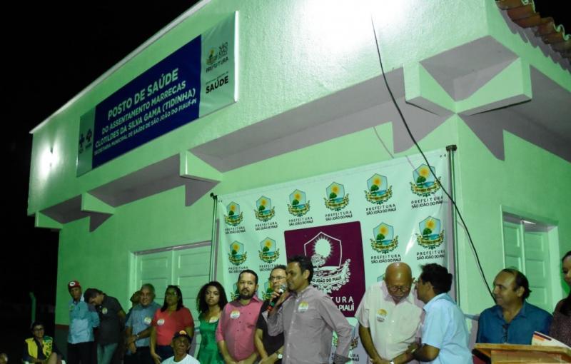 Prefeito Gil Carlos entrega unidade de saúde à comunidade Marrecas