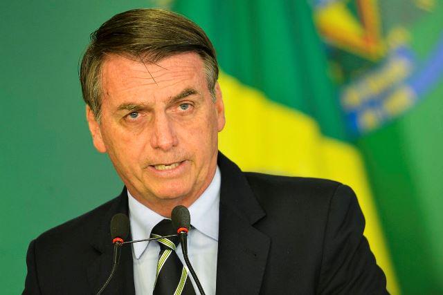 Bolsonaro diz que acabará com radares na semana que vem e acena para a reeleição