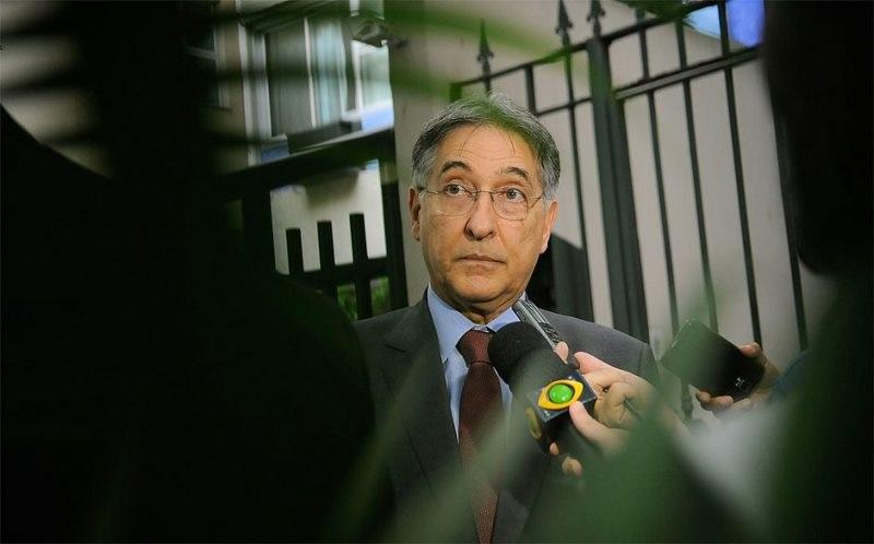 PF apreende R$ 60 mil em dinheiro vivo no apartamento de Pimentel