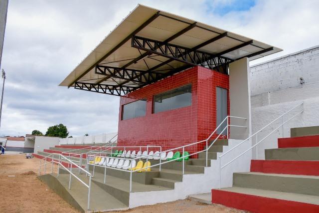 Prefeitura volta atrás e suspende cobrança de ingressos em estádio de futebol