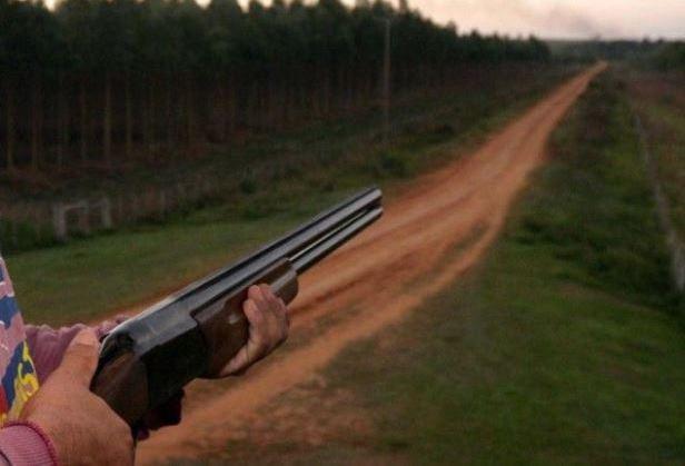 Câmara analisa projeto que amplia posse de arma em propriedades rurais