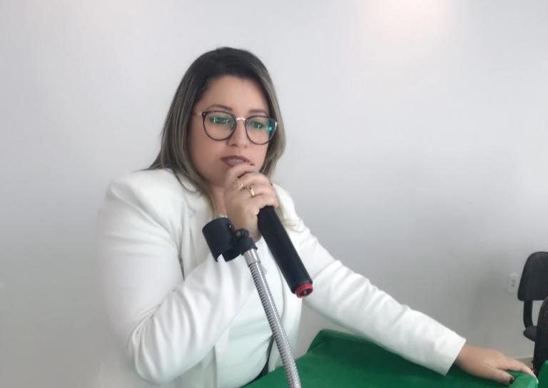 Vereadora Euma Coelho rebate críticas de Gilson Castro sobre abstenção em votação de projeto de lei