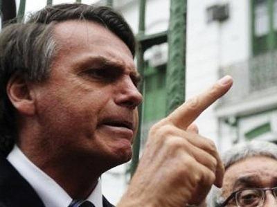 Bolsonaro diz que não estupra deputada