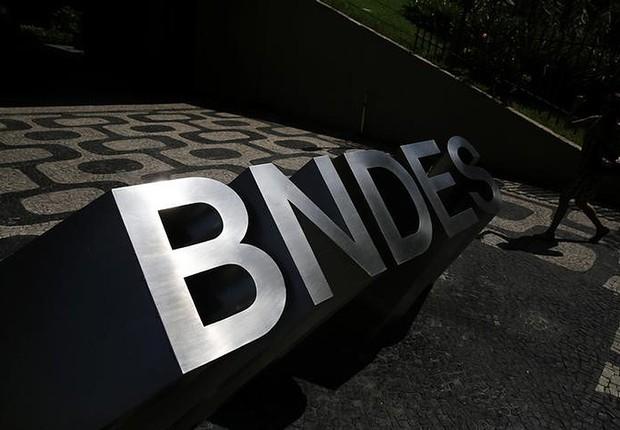 Os milhões gastos pelo BNDES com seus ex-executivos