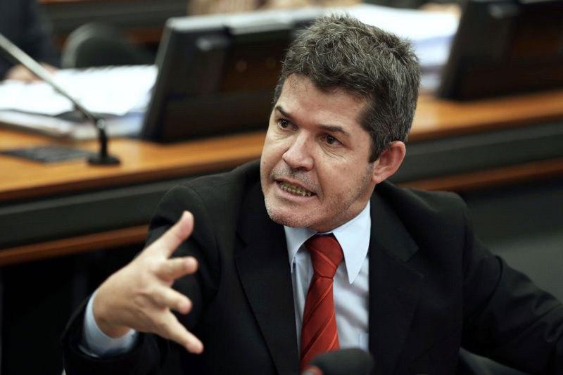 Líder do PSL na Câmara diz que vai 'implodir' Bolsonaro