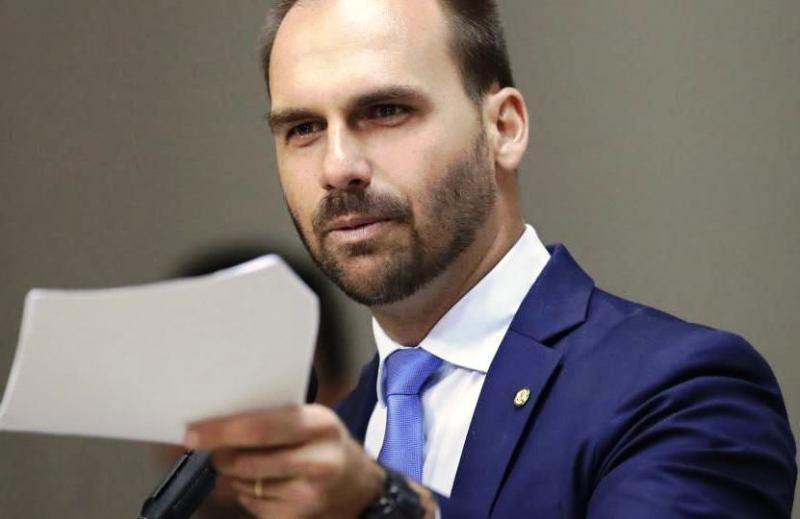 Eduardo Bolsonaro se desculpa por declaração infeliz sobre AI-5