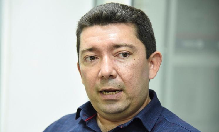 Secretário de Educação entrega veículos para 21 GREs e debate ações para 2020