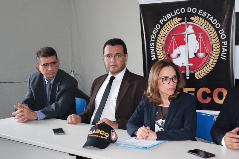 Operação da Polícia Civil cumpre 12 mandados contra as empresas Crescer e Machado de Assis